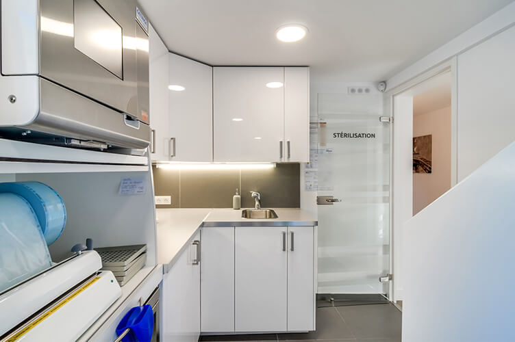 salle de st rilisation du cabinet dentaire des drs elias et hauguel osny. Black Bedroom Furniture Sets. Home Design Ideas